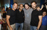 Marcelo Serrado recebe amigos em inauguração de pizzaria na Barra