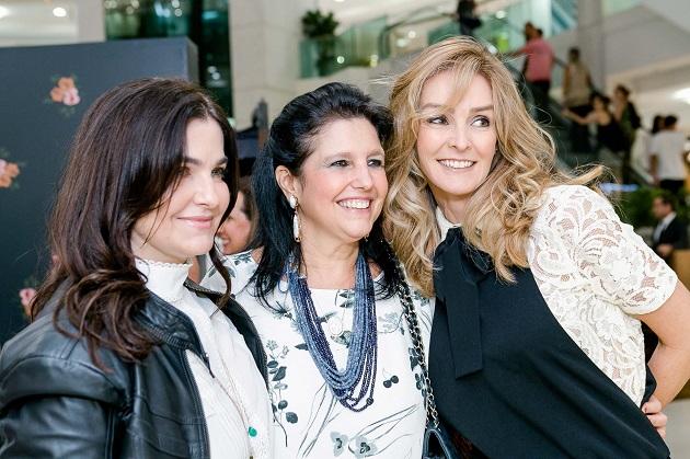 Inauguração reúne turma da moda no Leblon