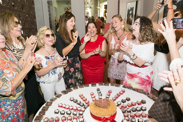 Claudia Cury comemora aniversário na Barra