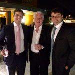 Chicô entre Paulo Igor, presidente da Câmara dos Vereadores, e o jovem e dinâmico prefeito de Petrópolis, Bernardo Rossi
