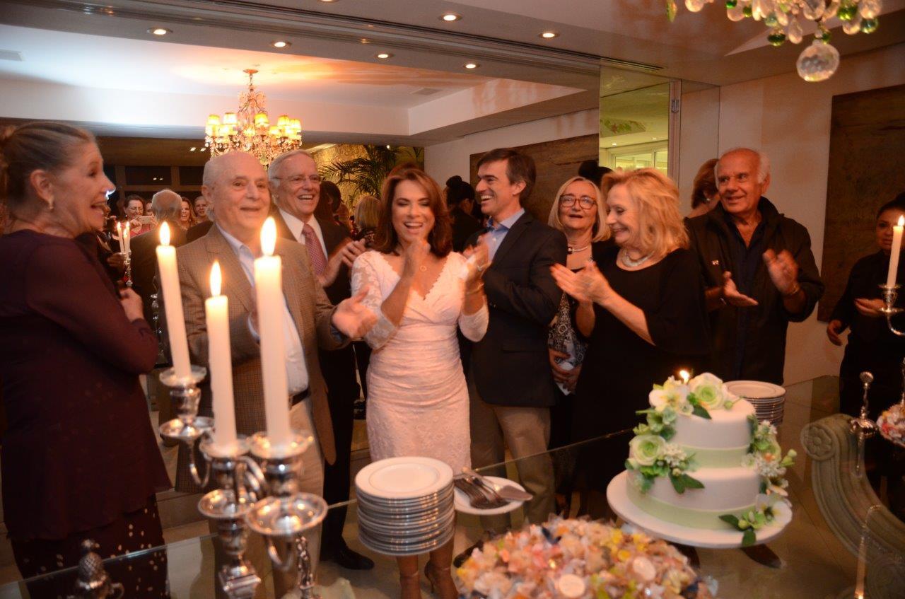 Yvonne Bezerra de Mello comemora aniversário em Copacabana