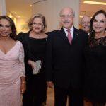 Yvonne Bezerra de Mello, Cristina e Claudio Aboim com Maria Anísia Bonaparte