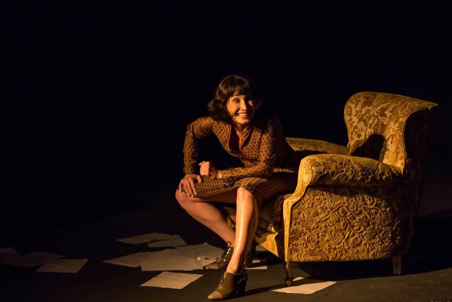 """Corajoso solo de paixão teatral, """"Alice"""" testa linguagens cênicas consagrando Cordery"""
