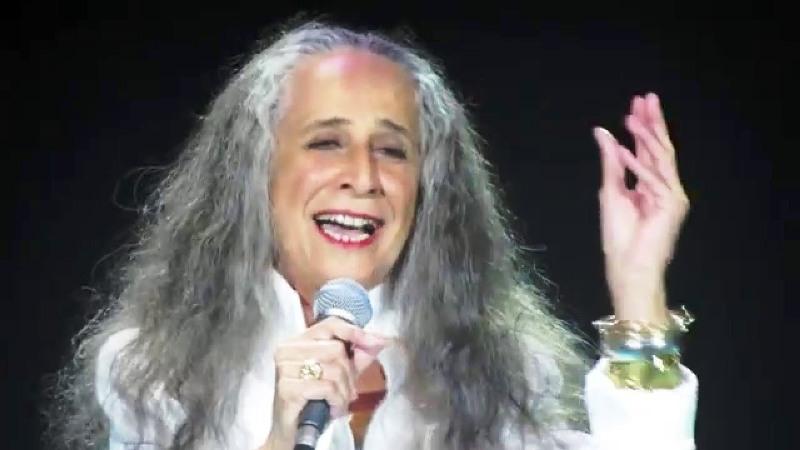 Maria Bethânia cai na estrada novamente