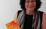 """Tina Correia faz noite de autógrafos do livro """"Essa Menina"""""""