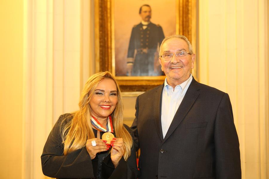 Benemérita da Baixada, Sandra Silva recebe a Medalha Pedro Ernesto