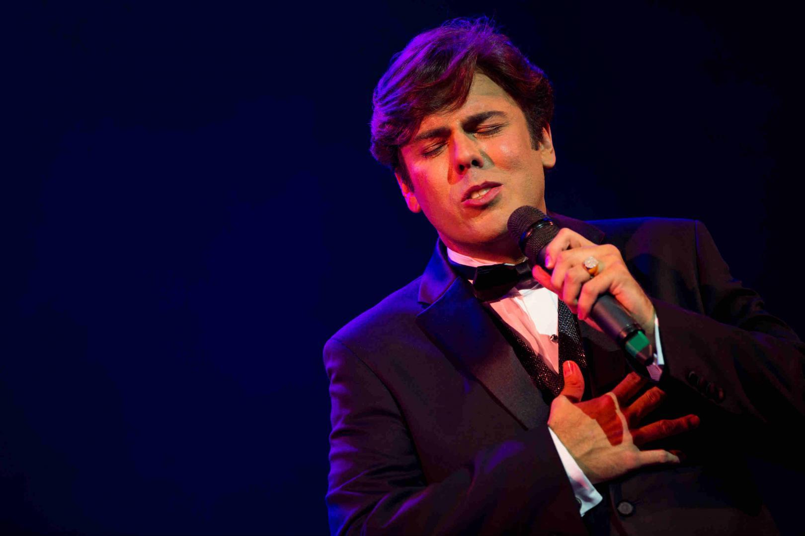 Considerado sucessor de Cauby, Márcio Gomes lança disco com show em São Paulo