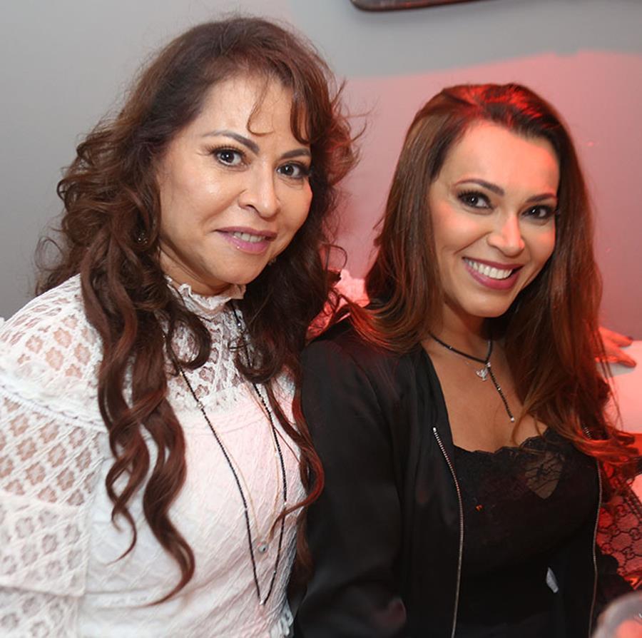 Empresária festeja aniversário com festa na Barra