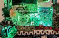"""Mostra """"Lugar de Luz"""" reúne trabalhos com objetos tecnológicos obsoletos"""
