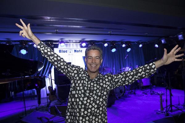 Luiz Calainho abre as asas no palco do Blue Note ( foto Felipe Panfili)