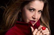 """Com show, Alessandra Verney retoma carreira de cantora e se lança como compositora: """"É apenas um recomeço"""""""