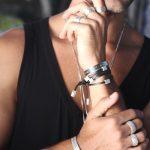 Brincos, colar e pulseiras Lara Mader