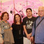 Ligia Teixeira entre os irmaos Sylvia Teixeira, Lucia Teixeira, Marcelo Teixeira e o filho Lourenco Ribeiro