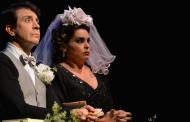 Casamento cênico de Martini e Rêgo é o ponto mais alto de comédia matrimonial