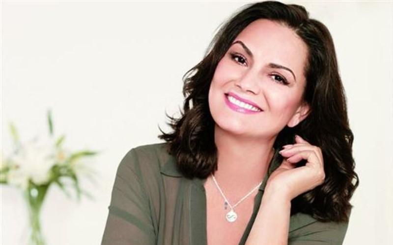 Luiza Brunet quer Débora Nascimento a representando no cinema