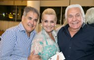 Luis Villarino festeja aniversário cercado por amigos