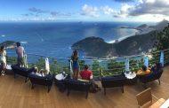 O carioca tem mais do que um pretexto para curtir um por do sol nos 400 metros de altura do Pão de Açúcar
