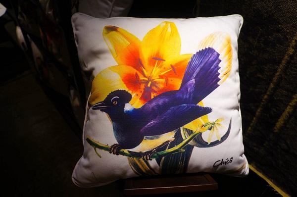 flores e pássaro