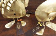 Metta Toy, arte em latão