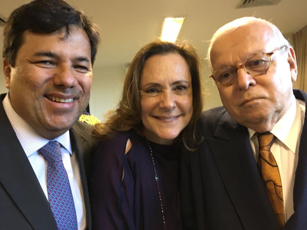 Ministro José Mendonça  Filho recebe Prêmio Educador do Ano
