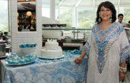 Micheline Thomé reúne amigos para festejar aniversário
