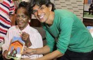 Zezé Motta e Ruth de Souza emocionam no lançamento do livro Um Palco e Muitas Vidas