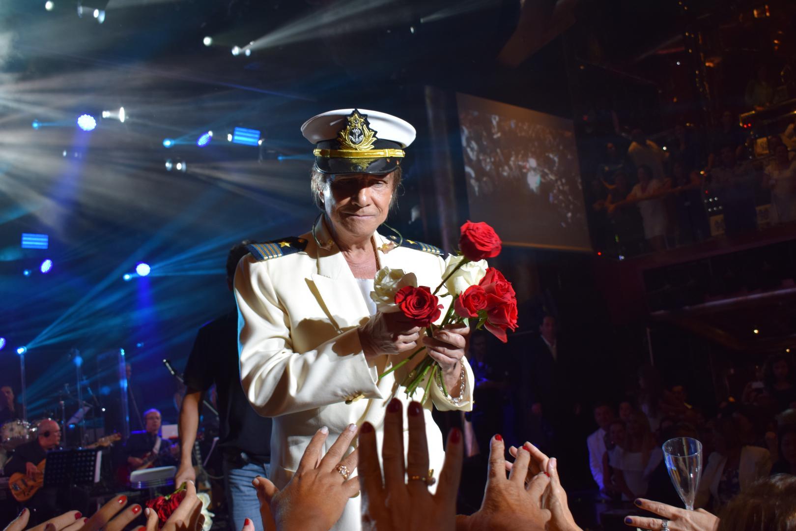 Famosos prestigiam Roberto Carlos no Projeto Emoções em Alto Mar