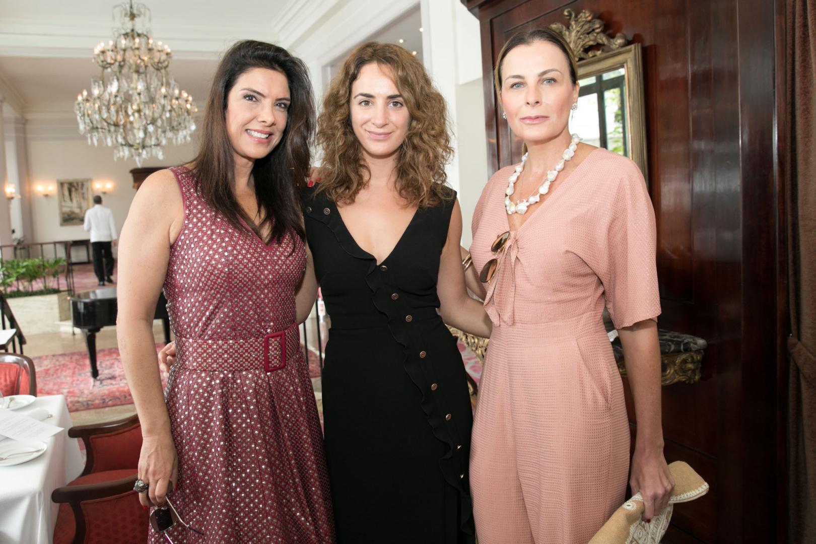 Alexia Niedzielski e Patricia Brandão recebem turma de cariocas no Copacabana Palace