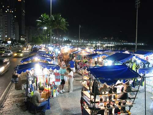 O camelódromo à beira-mar em Copacabana