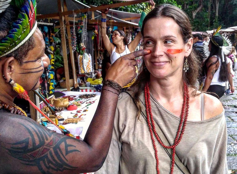 Vanessa Lóes prestigia o evento Dia do Índio no Parque Lage