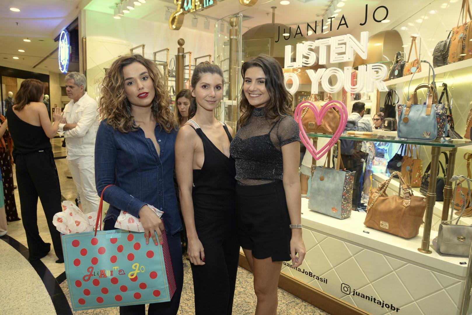 Famosos no lançamento da nova coleção da Juanita Jo no Barra Shopping