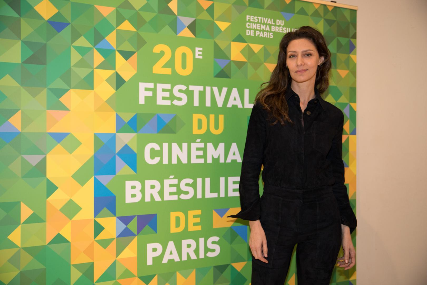 """Maria Fernanda Cândido brilha, em Paris,  na estreia do filme """"Meu Amigo Hindu"""""""