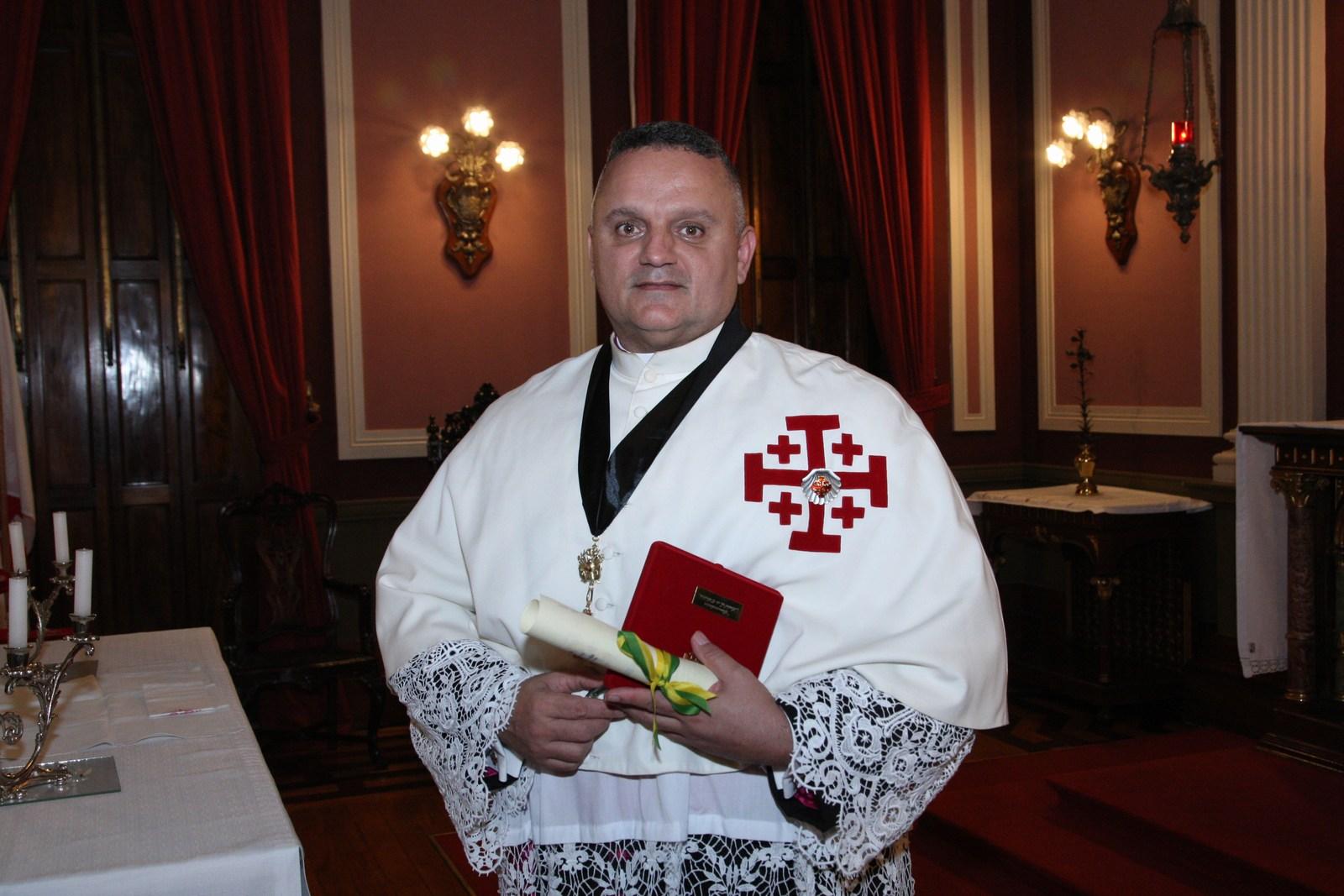 Monsenhor André Sampaio lança livro sobre a história da instituição que remonta o tempo das Cruzadas