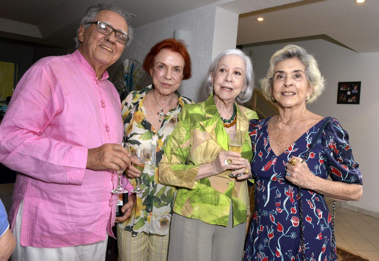 Luiz Carlos Barreto festeja seus 90 anos com feijoada