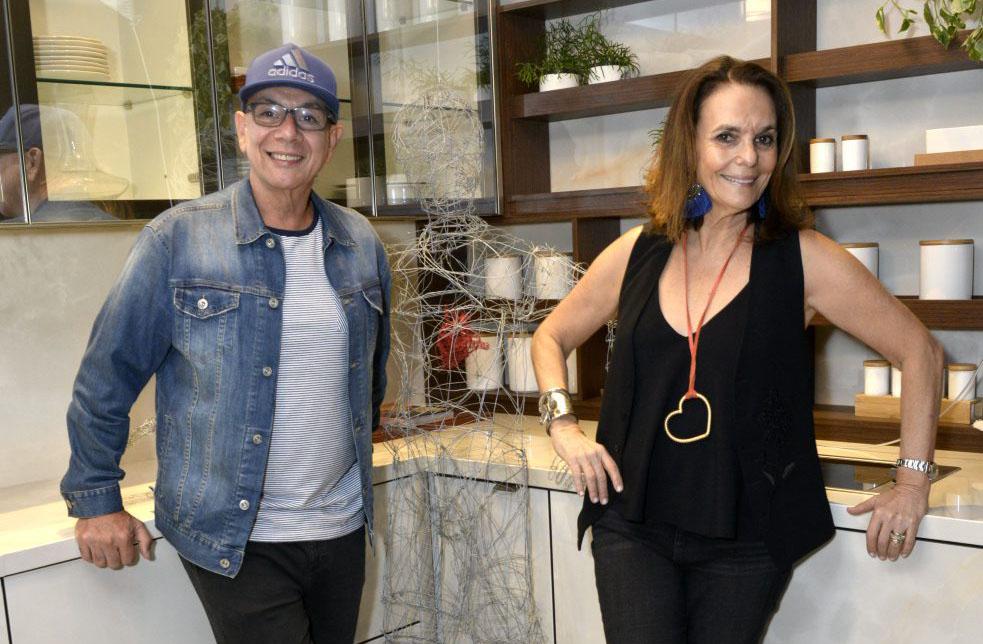 """Happy Hour com Exposição """"Tuninho na cozinha de Caco Borges por Patricia Secco"""""""