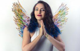 Cantora Paola Matos faz show de lançamento