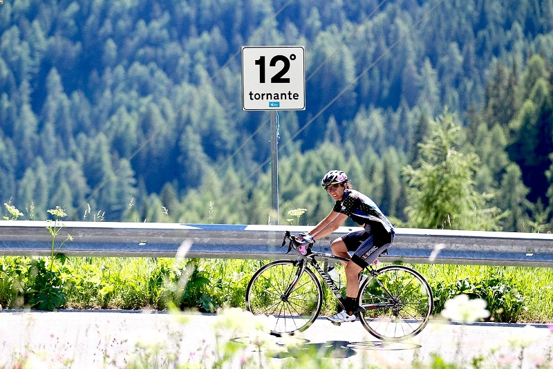 "Ultramaratonista de ciclismo, Daniela Genovesi conquista o ""Ultracycling Dolomiticas"""