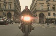 """Tom Cruise encara o trânsito de Paris para filmar cena de """"Missão: Impossível – Efeito Fallout"""""""