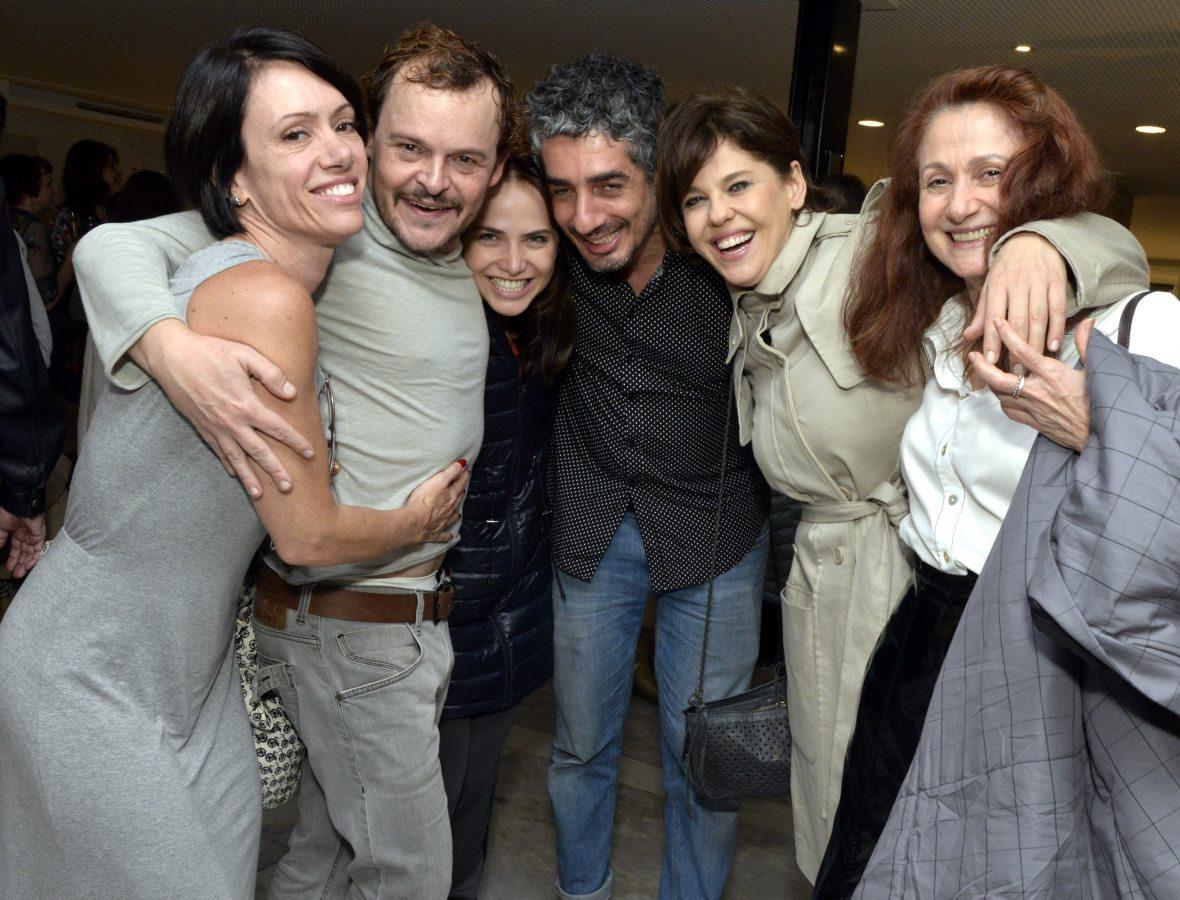 """Matheus Nachtergaele recebe o carinho de famosos na estreia de """"Molièe""""."""