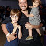 João Cavalcanti e seus filhos Tom e o caçula Martin