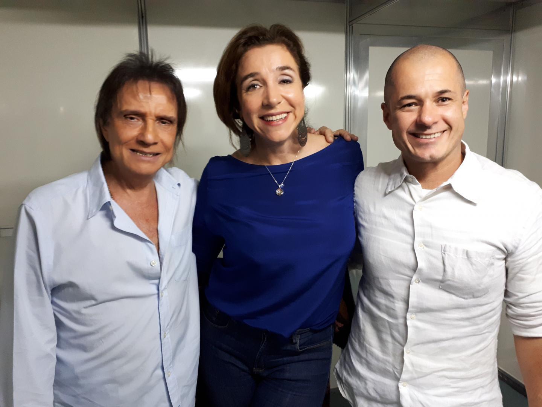 Roberto Carlos recebe famosos depois do show em São Paulo