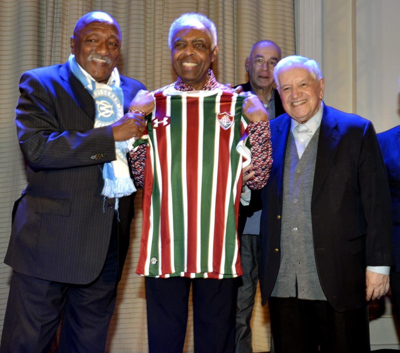Gilberto Gil faz pocket show em jantar beneficente em prol do ambulatório Infantil do Serviço de Psiquiatria da Santa Casa