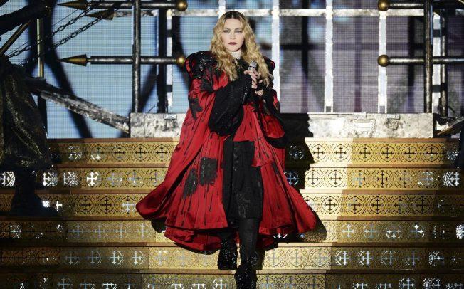 Ao completar 60 anos, Madonna transgride apenas por existir