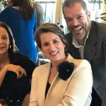 A homenageada, Katja Hensen, entre Kiki Garavaglia e Henrique Jaimovich