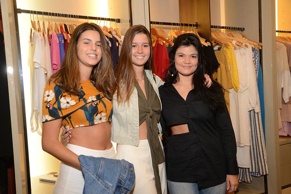 Coletivo Carandaí 25 lança alto verão no Shopping Leblon