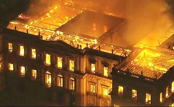 O museu em chamas: a mais desalentadora imagem da semana
