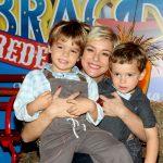 Regiane Alves com os filhos João Gabriel e Antônio