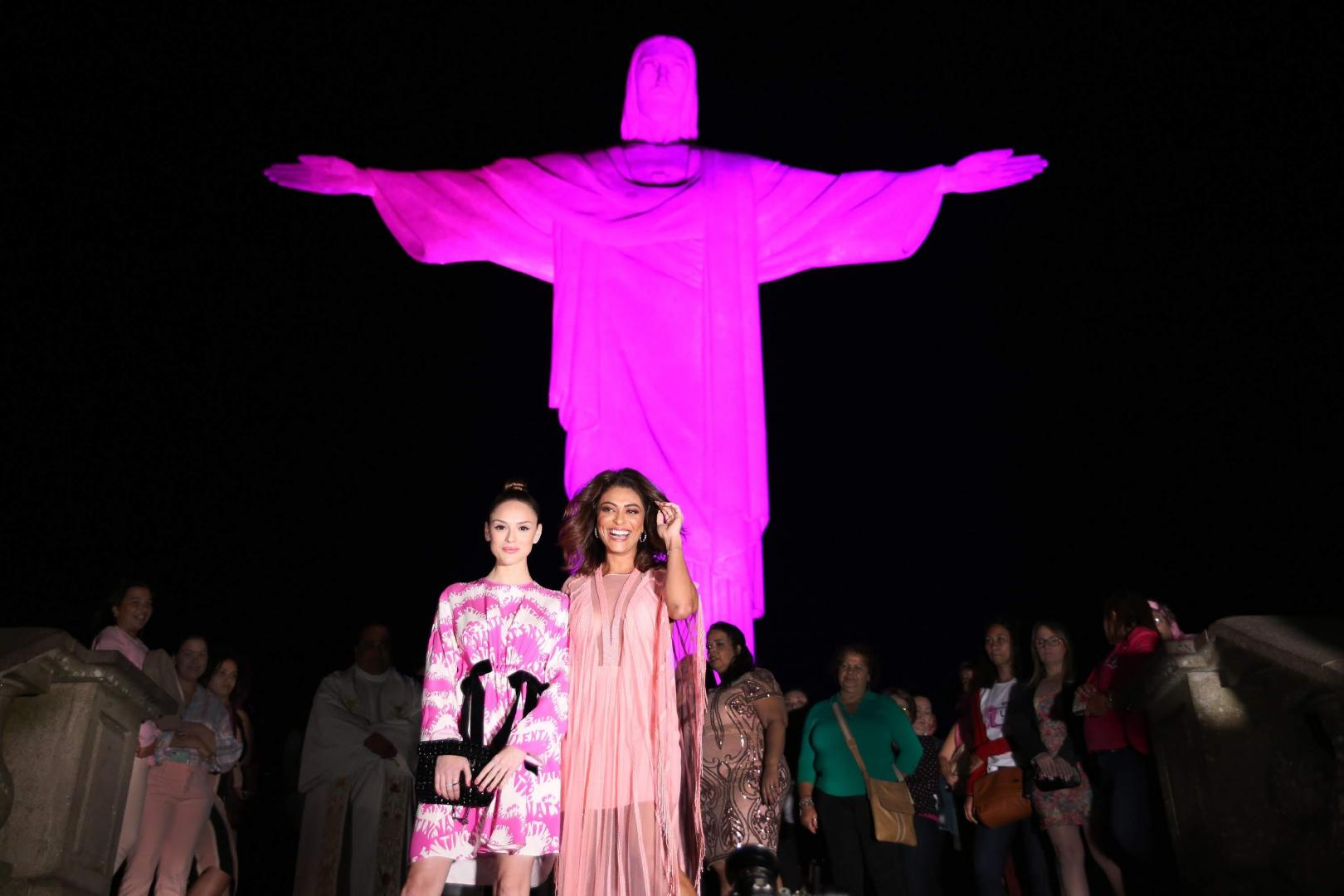 Fundação Laço Rosa arma festão e ilumina o Corcovado para chamar atenção ao combate do câncer de mama