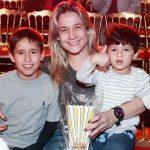 Fernanda Gentil com Lucas e Gabriel