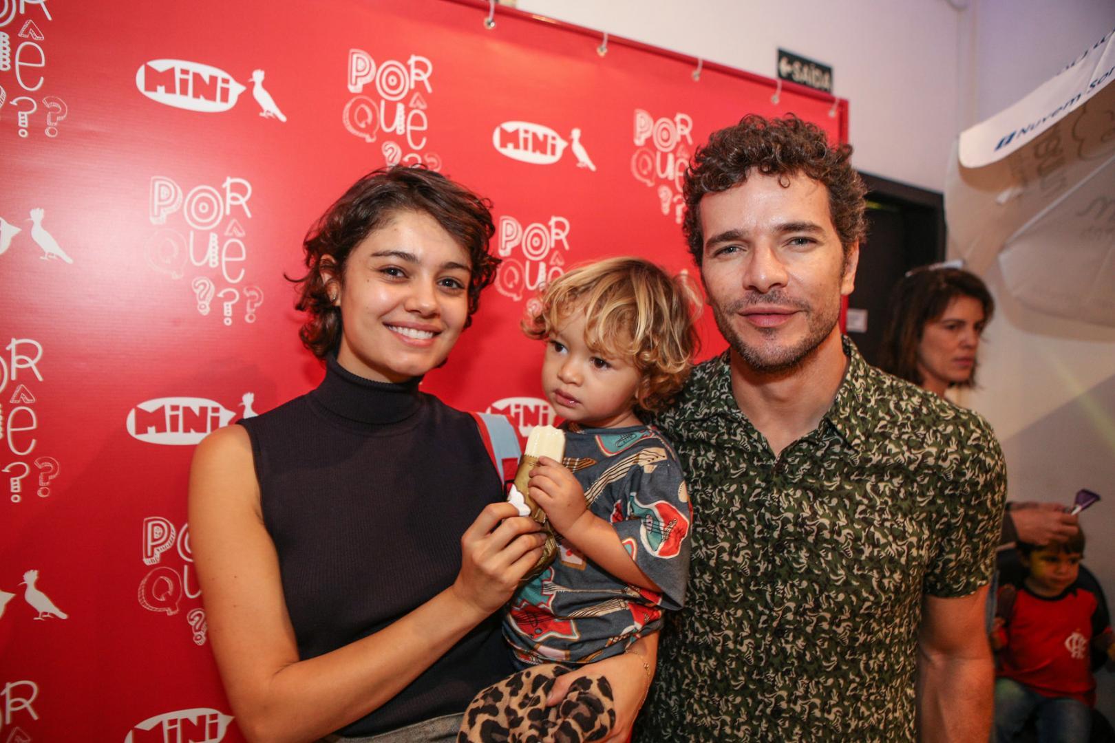 """Sophie Charlotte e Sheron Menezes com os filhos na estreia de """"Por Que???"""""""